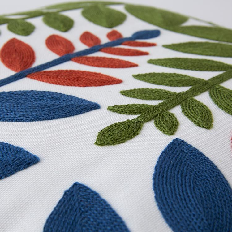 IL94  Leaf 刺繍クッション 43×43